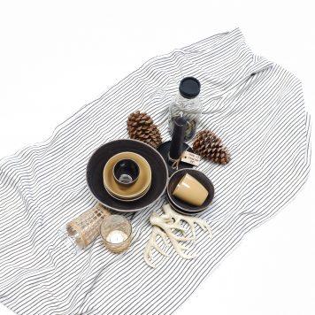 tafelkleed off white met zwart krijtstreepje 100 % katoen maat 150 cm bij 250 cm ib-laursen table cloth white with black stripes