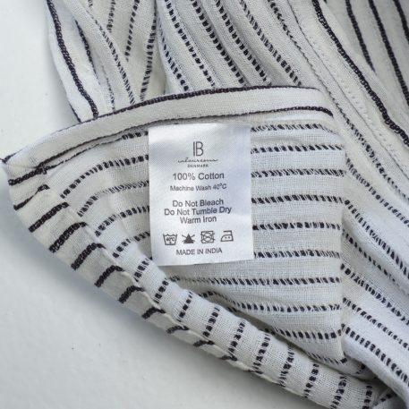 tafelkleed off white met zwart krijtstreepje 100 % katoen maat 150 cm bij 250 cm ib-laursen table cloth white with black stripes1